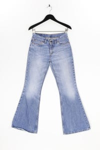 Levi´s - used look flared-jeans mit logo-patch - W28